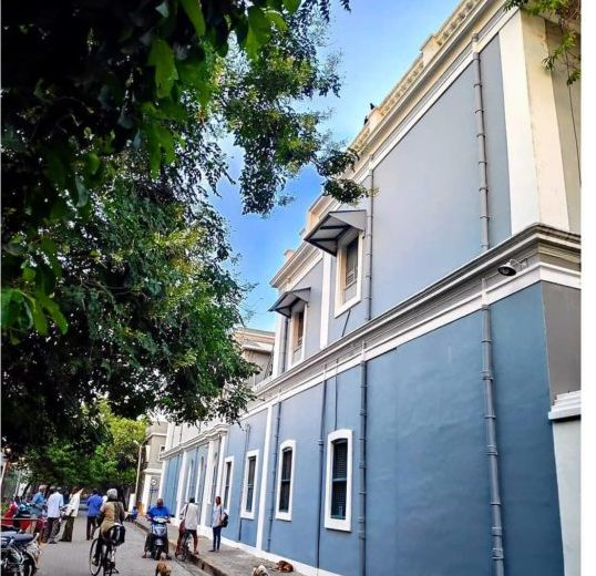 walking around the grey buildings in the French quarter aka white town is one of the favourite things to do in Pondicherry